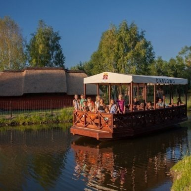 Łódka turystyczna na jeziorze, wodne safari w zoo Doliny Charlotty - Hotel przyjazny dzieciom