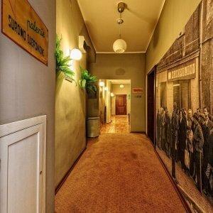 Apartamenty/Stare-Kino-Korytarz-PRL.jpg