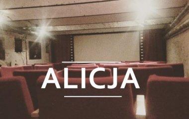 """Projekcja analogowa filmu """"Alicja"""" w Starym Kinie z taśmy 35mm!"""