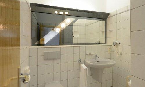 Zimmer/Bad-01-2500.jpg
