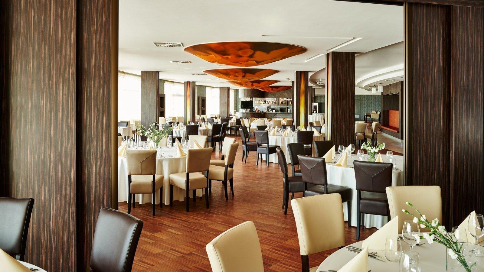 restauracja-stoliki.jpg