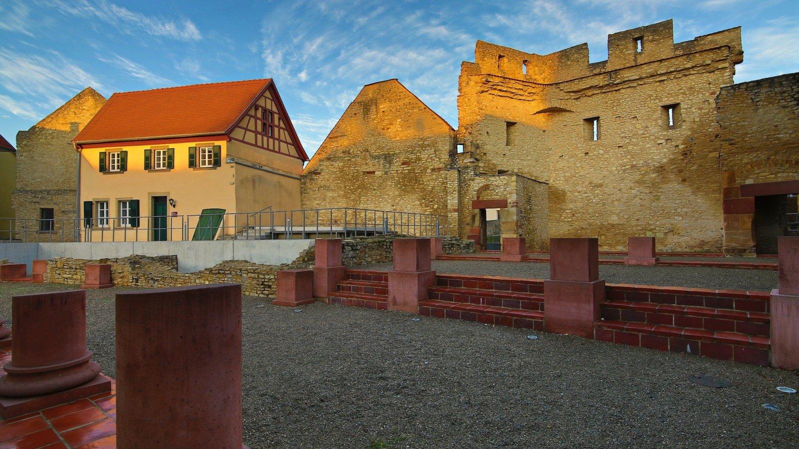 Bilder_R_Oppenheimer/KaiserpfalzIngelheimHeideheimerTor1.jpg