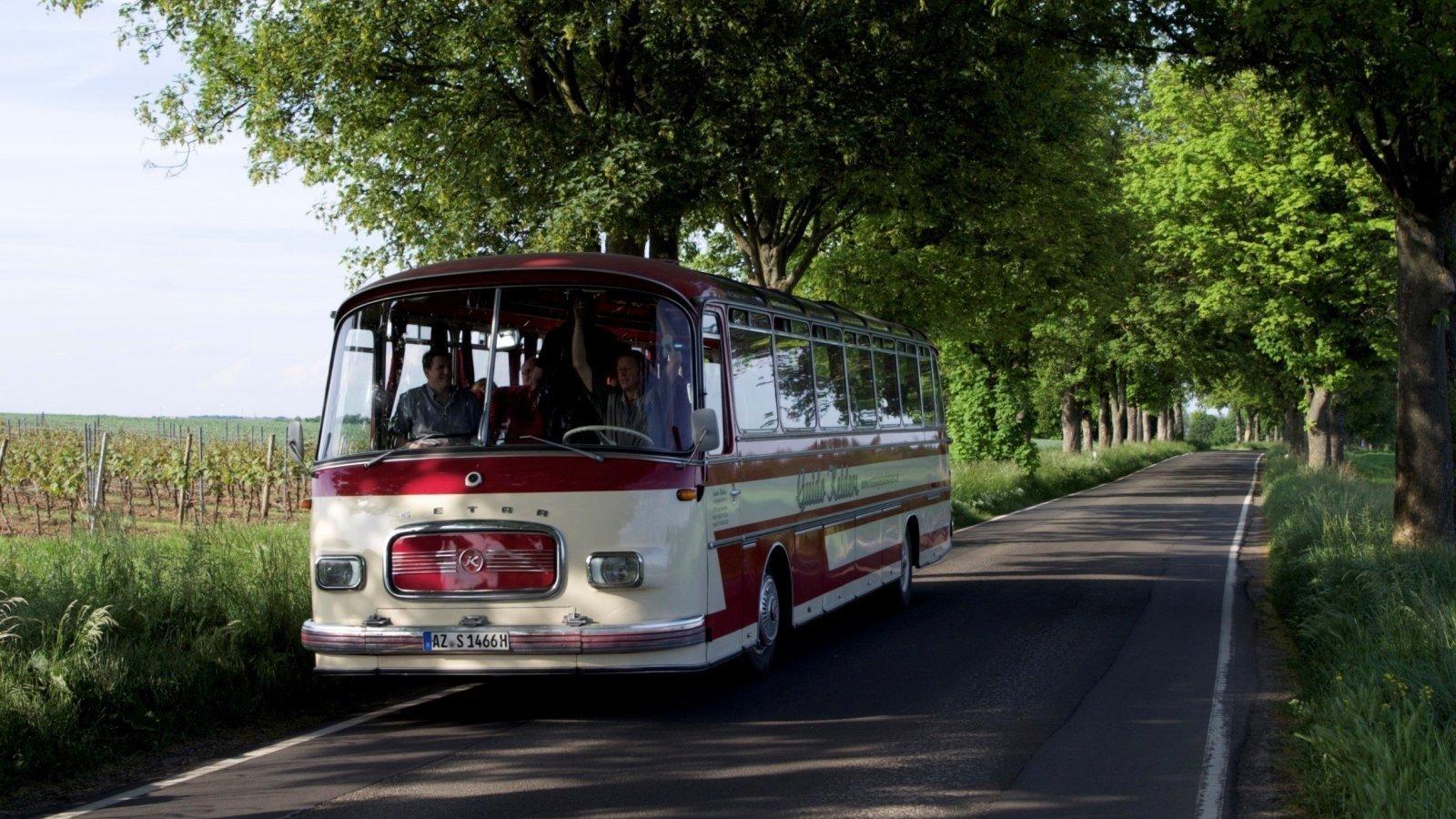 Nostalgiebus2S14.jpg