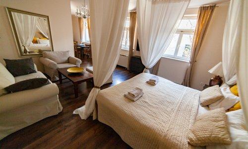 lounge10_03w.jpg