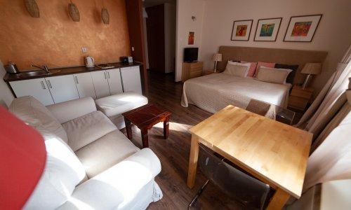 lounge11_01w.jpg
