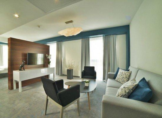 Odpocznij w jednym  z 84 pokoi lub 3 apartamentów  Junior Suite