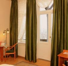 Zimmer/Zimmer-6-03.JPG