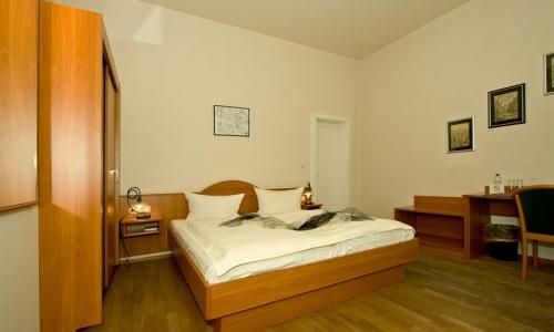 Zimmer/Zimmer-102-2-900.jpg