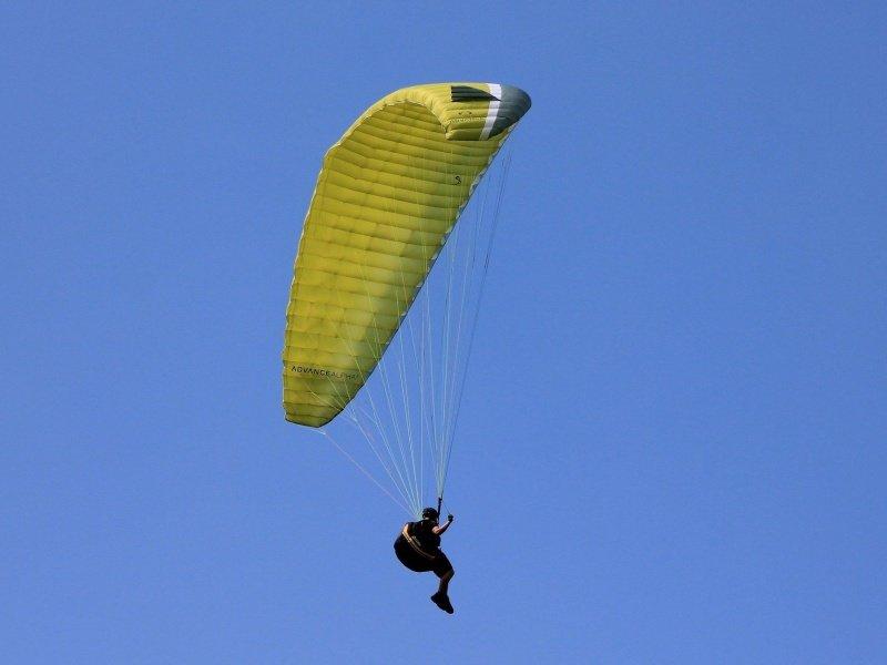 http://u.profitroom.pl/2016.zamek.dubiecko.com/thumb/800x600/uploads/atrakcje/paragliding-200827_1920.jpg
