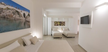 Camera_Quadrupla_Est_Hotel.jpg
