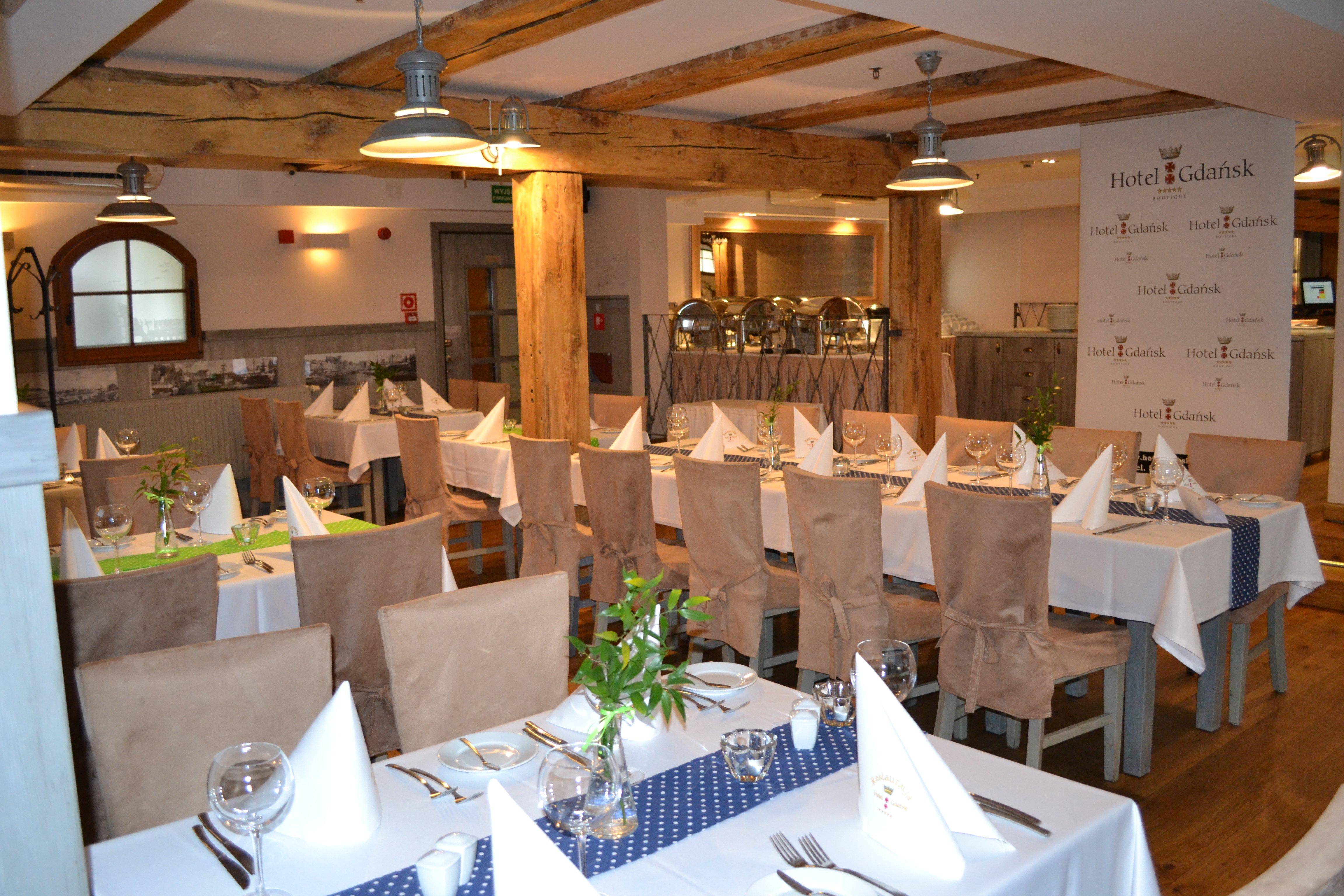 restaurant p l
