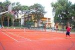 Kort tenisowy na terenie kompleksu DELFIN