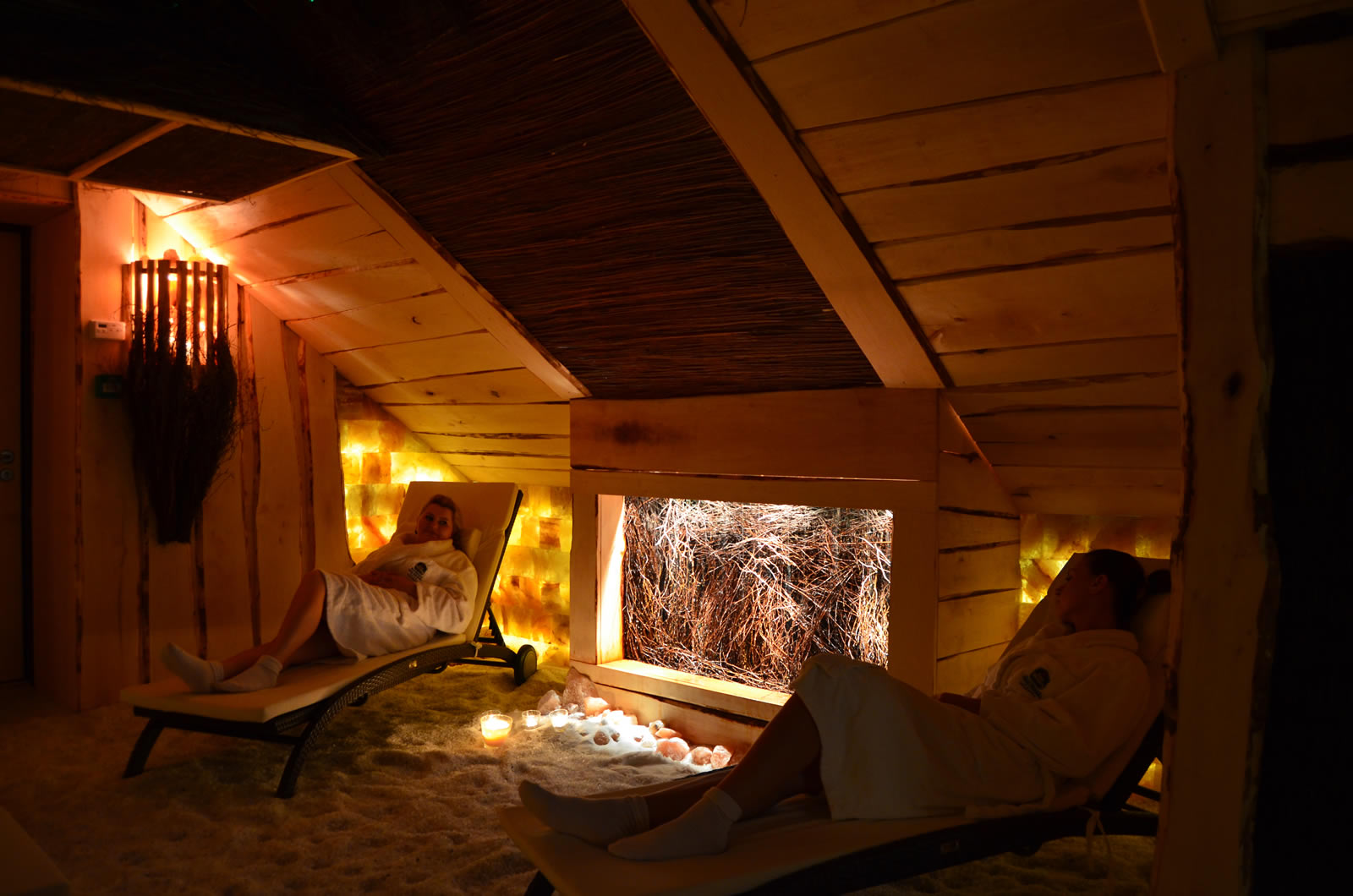 http://u.profitroom.pl/hotel-zubrowka.pl/uploads/201310291438160.grotaSolna.jpg