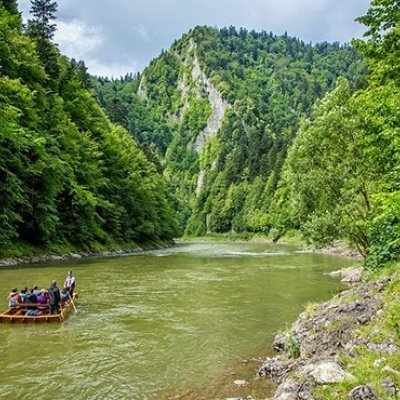 RAFTING DOWN THE DUNAJEC RIVER