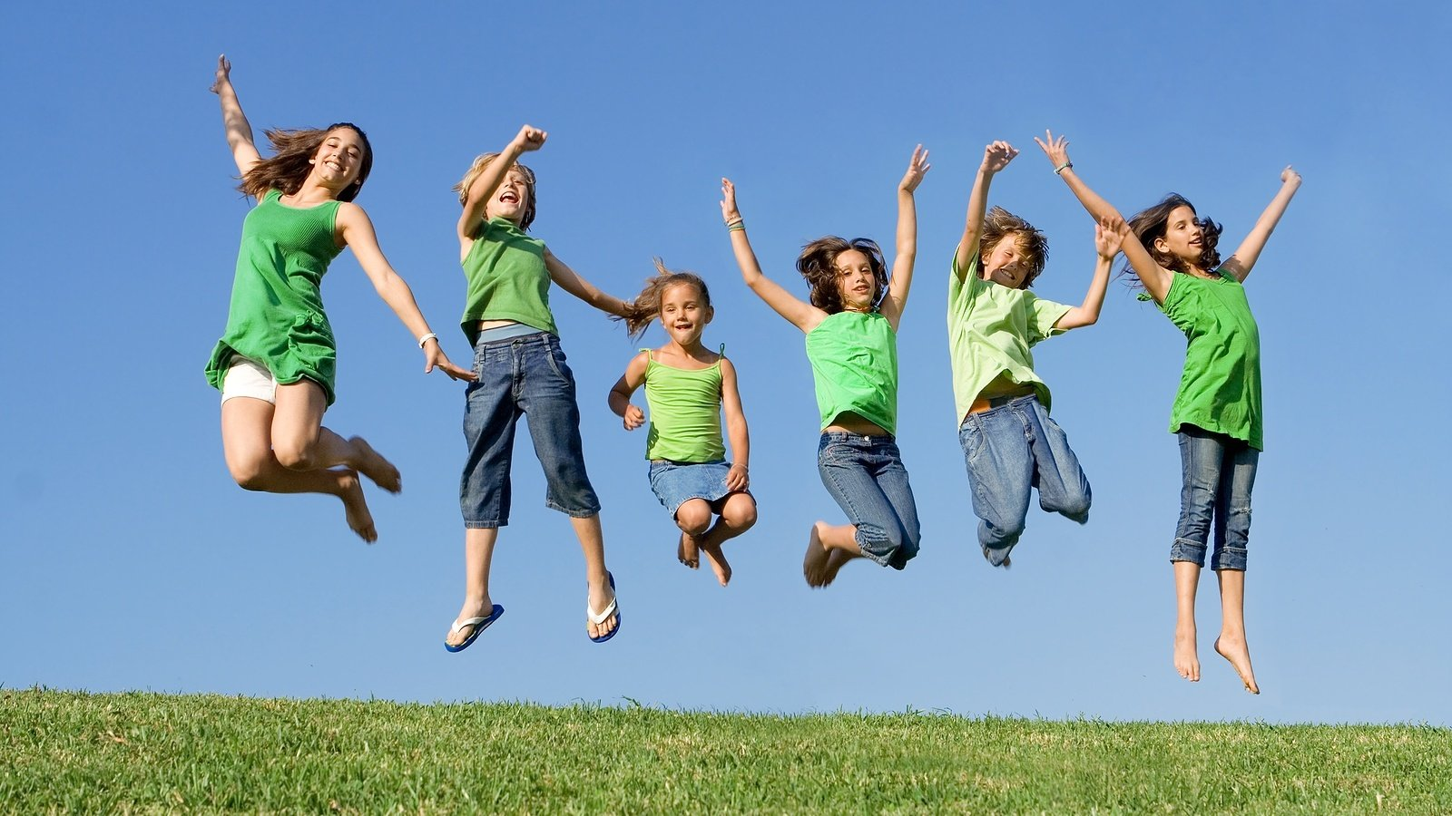 bigstock_Happy_Group_Of_Kids_Jumping_3517047.jpg