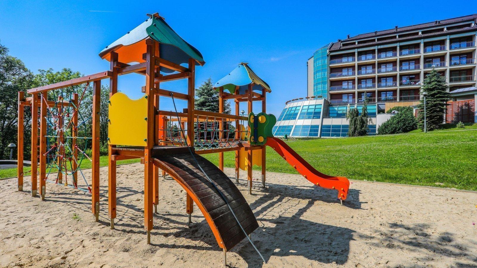 hotel/belweder-hotel-zabawa-plac-dzieci.jpg
