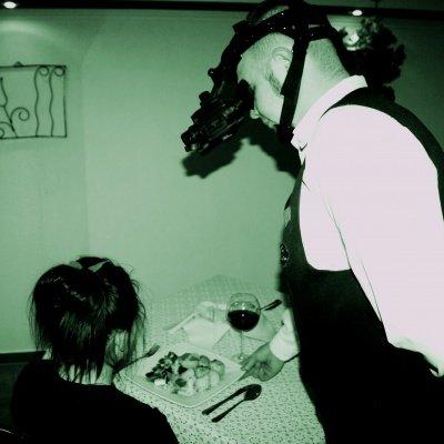Jedzenie w ciemności w piwnicy z kominkiem - Event dla grup zorganizowanych