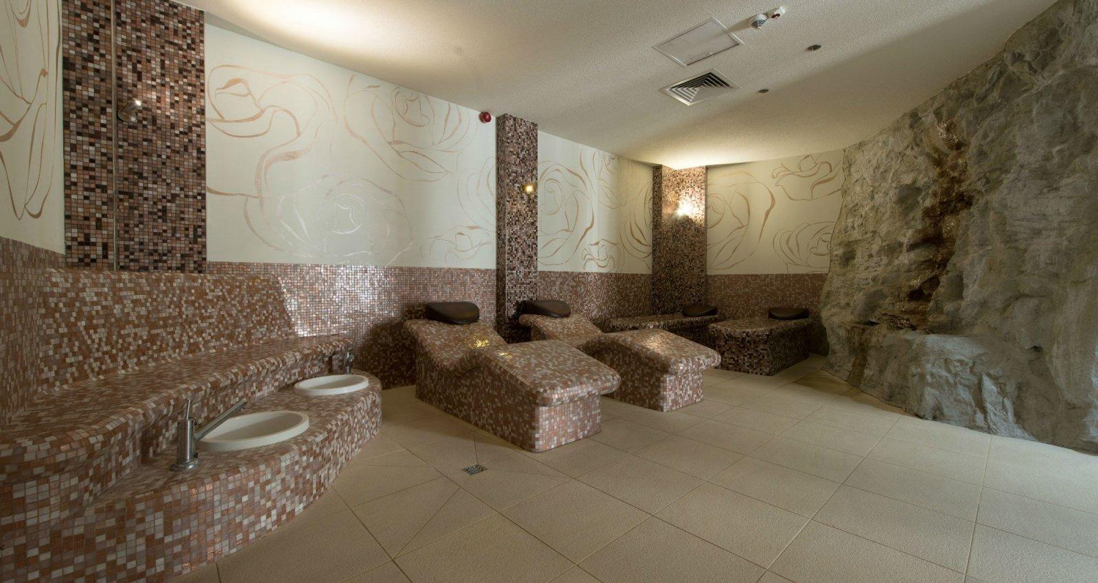 http://u.profitroom.pl/hotelleda.pl/thumb/1600x850/uploads/Basen_i_sauny/13.jpg?size=stretch&mode=crop