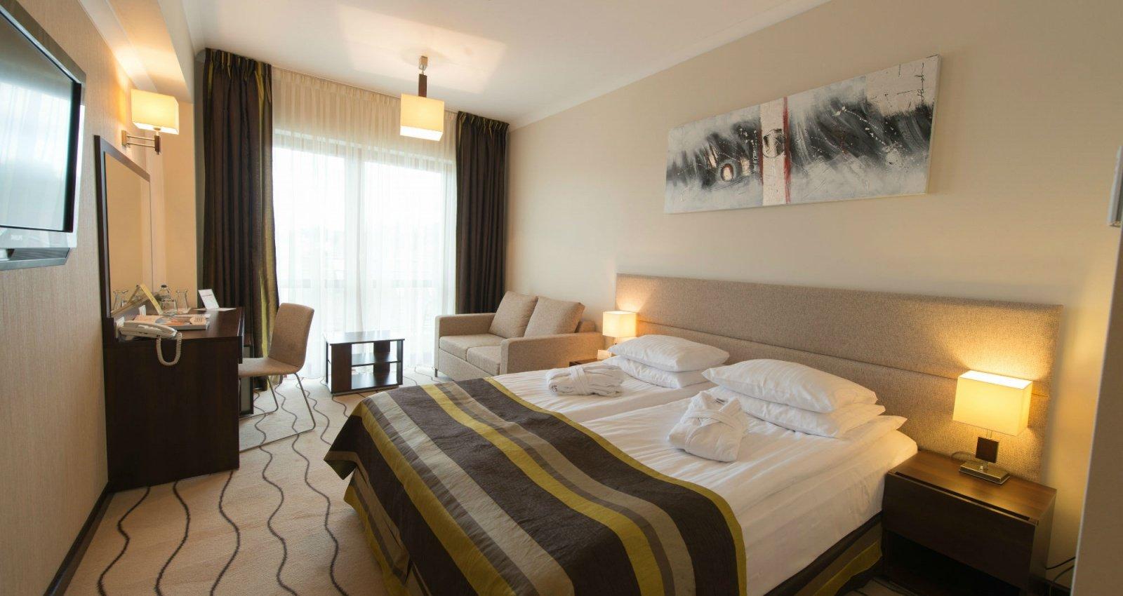 http://u.profitroom.pl/hotelleda.pl/thumb/1600x850/uploads/Pokoje/dsc_0719.jpg?size=stretch&mode=crop