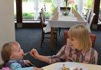Dzieci w restauracji hotelu Witek
