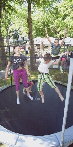 Hotel Maxymilian w Kołobrzegu - dla dzieci, trampolina