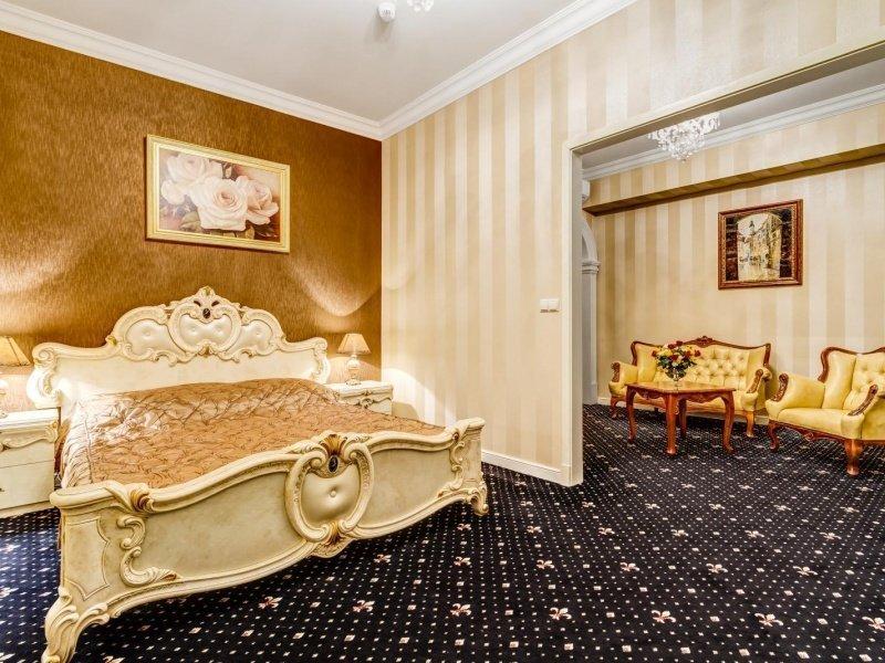 Golden Apartment