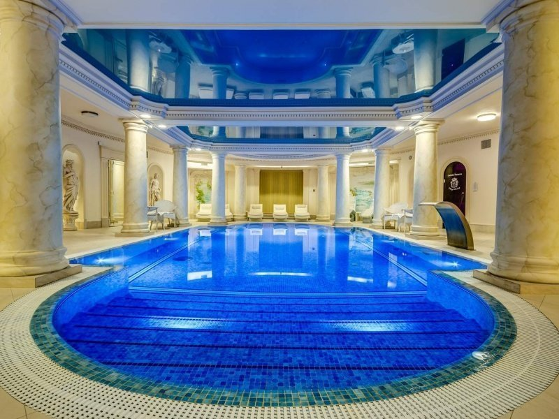 Swimming Pool & Spa