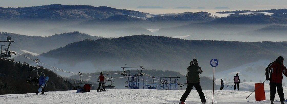 Widok na Tatry ze stacji narciarskiej Dwie Doliny
