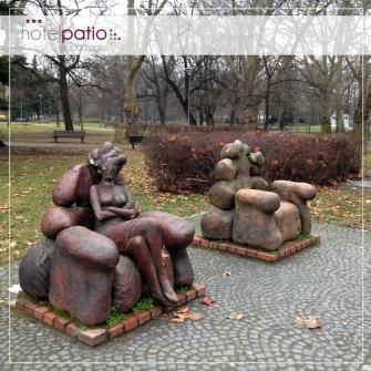 """Rzeźba """"oczekiwania"""" w Parku Słowackiego"""
