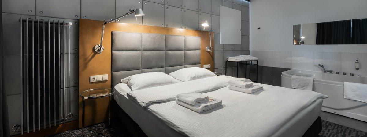 Hotel z jacuzzi w pokoju? Odwiedź Artis Loft!