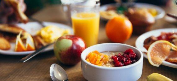 Śniadanie hotelowe – bufet, kontynentalne czy angielskie?