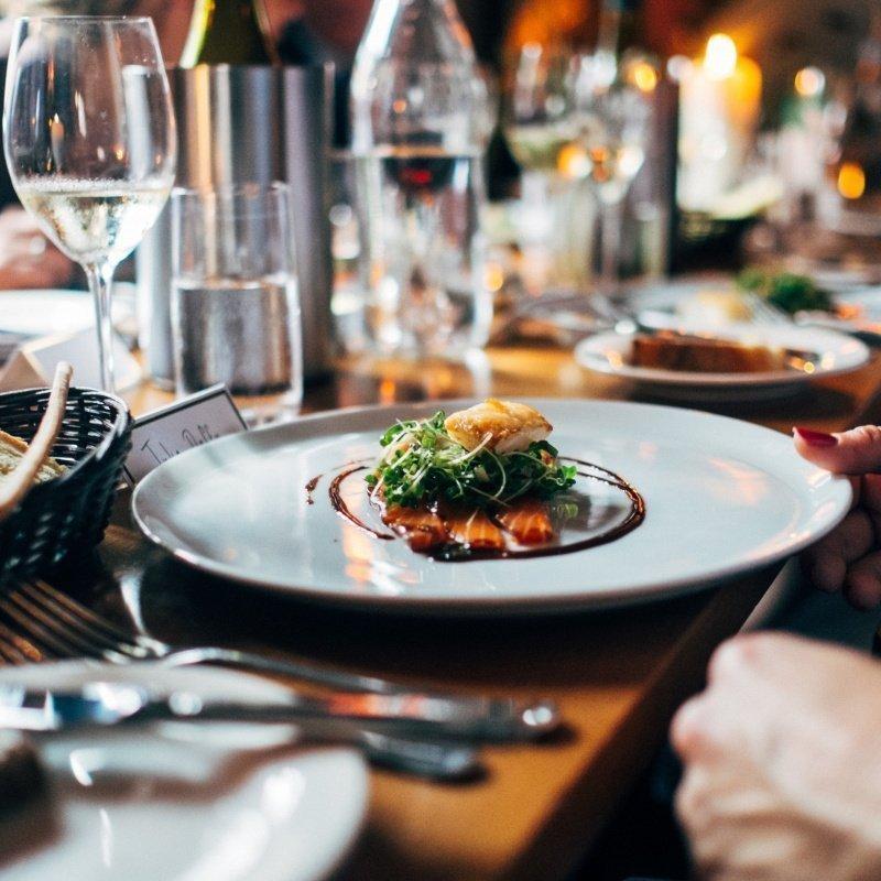 restaurant-691397.jpg