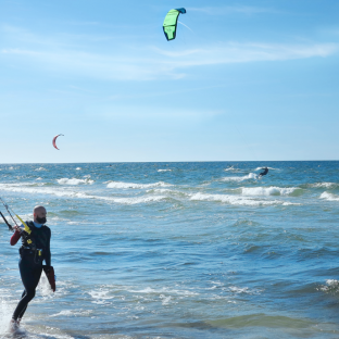 Kitesurfing na hotelowej plaży