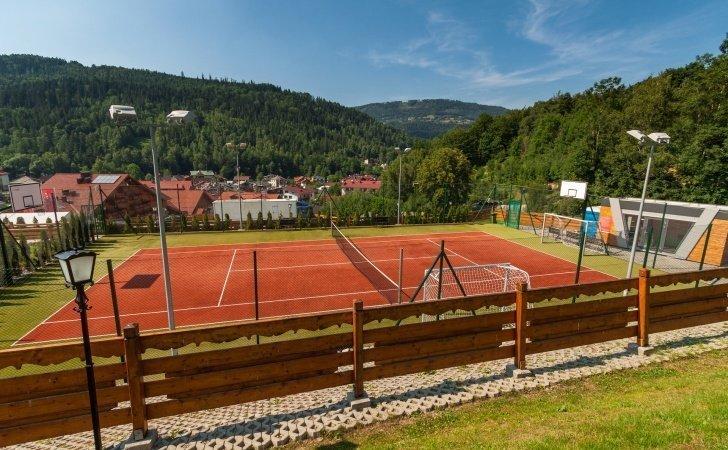 Boisko i korty tenisowe