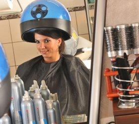 Farbowanie włosów w domu – Poznaj fryzjerskie triki jak farbować włosy!