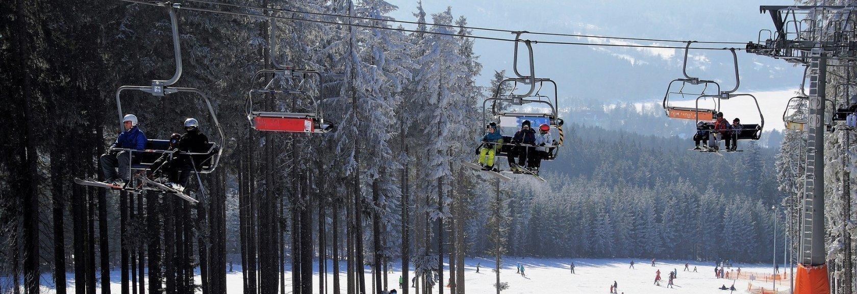 Narty kontra snowboard – jak Ty rozstrzygniesz ten pojedynek?