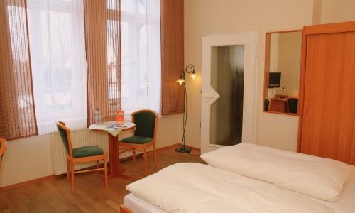 Zimmer/Zimmer-2-03.JPG