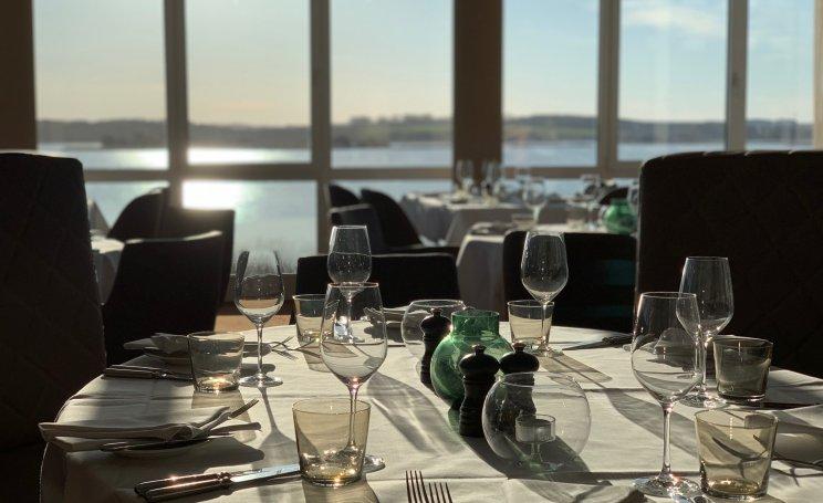 Genießen Sie unser 4-Gang-Weihnachtsmenü in unserem Panorama Restaurant mit Blick auf den Balmer See.