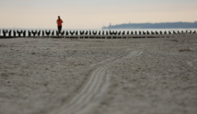 aktywny poranek nad morzem