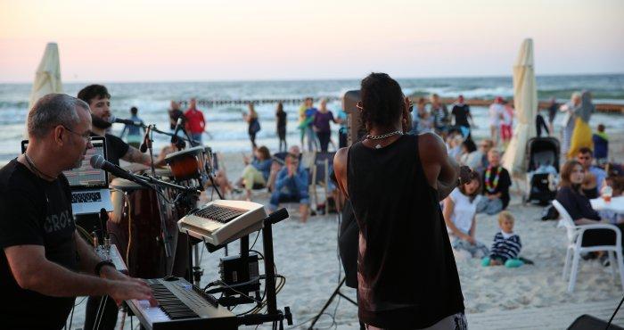 kubańskie rytmy na plaży, koncert zespołu IMPACTO