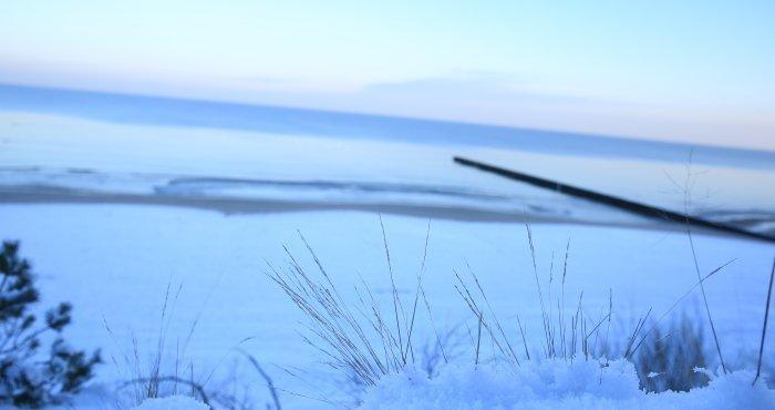 Mroźny wschód słońca, plaża HAVET Hotel