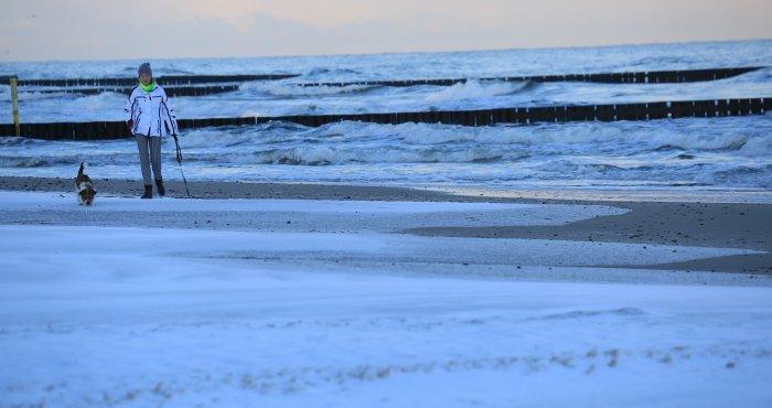 Zima nad morzem, poranny spacer