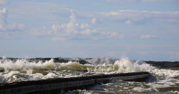 słonecznie i wietrznie nad morzem