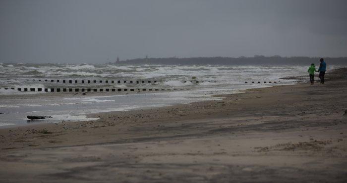 piękna sztormowa pogoda na Bałtyku