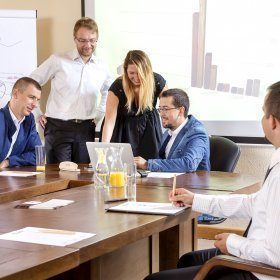 7 Konferenzhallen