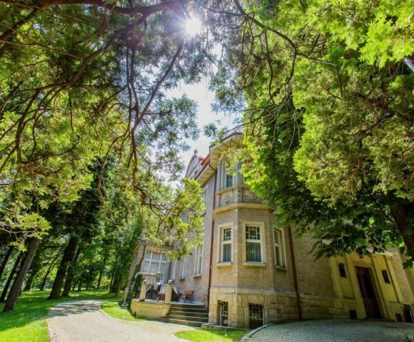 Oak Residence****