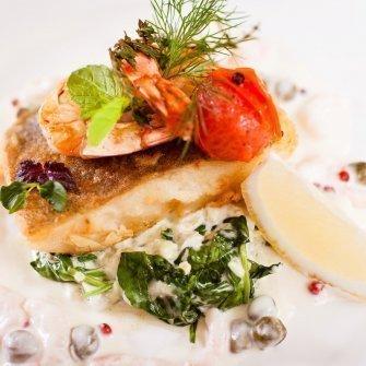 Sandacza w maśle homarowym do stołu podano