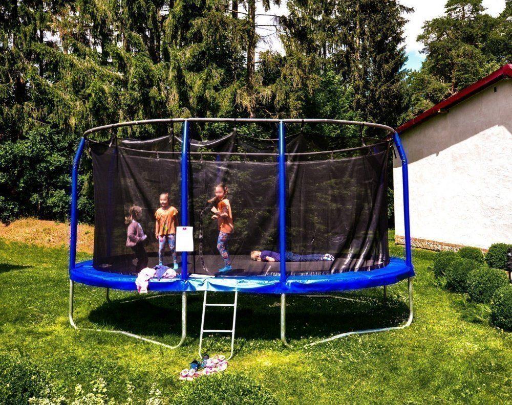 Duuuże trampoliny :)