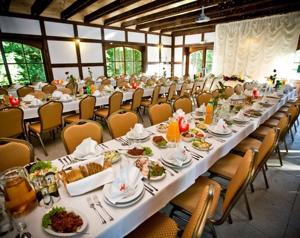 Restaurant halls