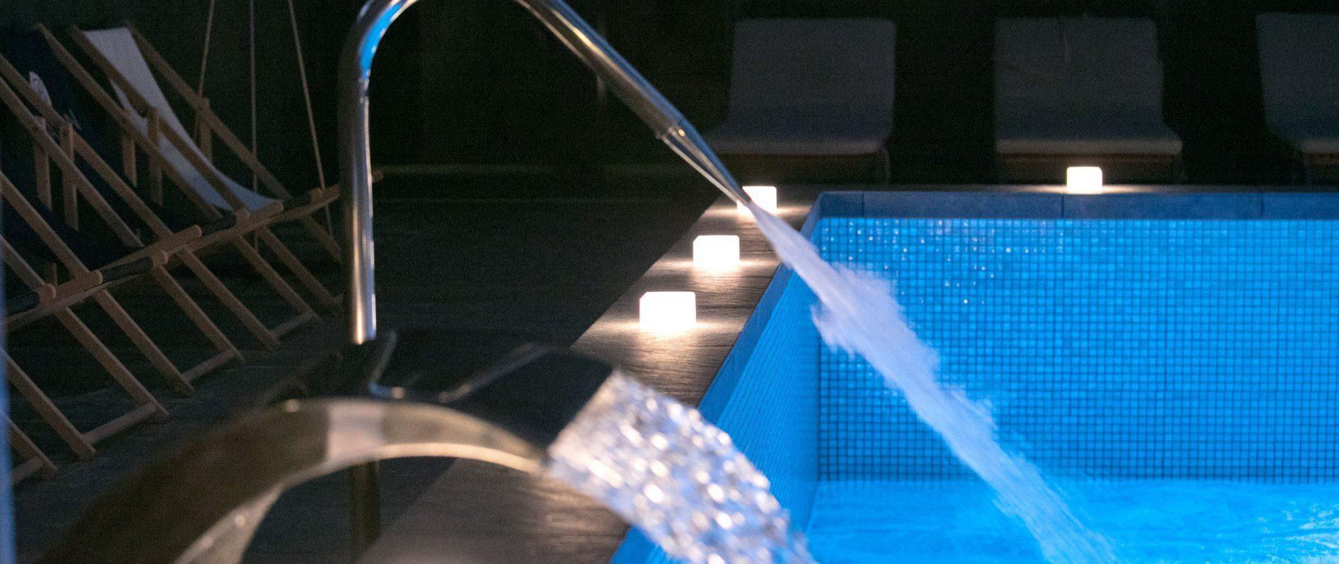 Outdoor pool with Garden Bar